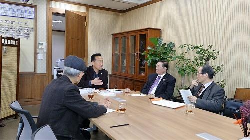 김홍성 의장(가운데)11.jpg